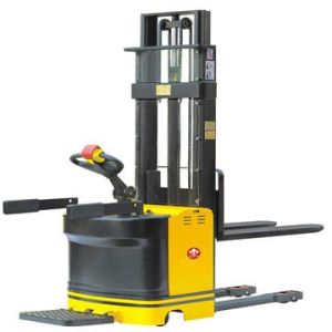 2.0 Ton Heavy Duty High Lift Electric Stacker 4.5-5.8 M pictures & photos