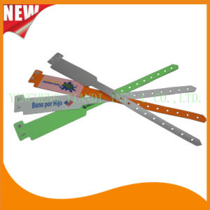 Professional Entertainment Hot Selling Custom Made Disposable Plastic Wristbands (E8020-3) pictures & photos