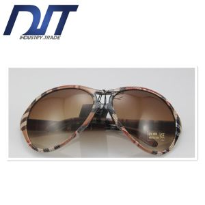 Latest Custom UV400 Polarized Ladies Sunglasses with Color Lens pictures & photos