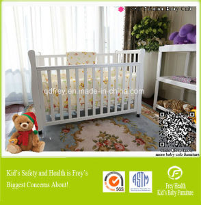 Children Furniture of Baby Crib with Solid Wood pictures & photos