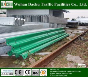 Thrie-Beam Galvanized Steel Guardrail with Good Performance pictures & photos