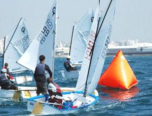 Sailboat Optimist pictures & photos