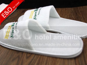 White Hotel Cotton Slipper with Embroideried Customized Logo / Hotel EVA Slipper pictures & photos
