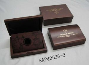 High-Grade Retro Design Matte Lacquer Wooden Coin Gift Display Box pictures & photos