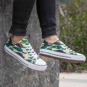 Low Top Comfortable Camouflage Color Flat Skateboard Canvas Shoes Men/Women pictures & photos