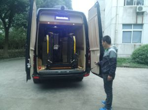 Automobile Tail Plate and Tail Wheelchair Lift for Van with CE Certificate pictures & photos