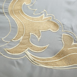 Apartment Hotel 100% Cotton Luxury Embroidered Bedding Set pictures & photos