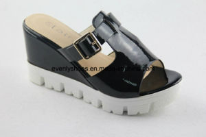 Open Toe Women Fashion Slippers for Indoor pictures & photos