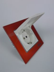 TUV Certified China Red Glass Dust Cap Outlet Schuko Socket pictures & photos