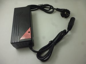 Smart Charger 14.6V 5A LiFePO4 Battery Charger pictures & photos