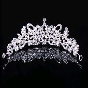 Hot Selling Flowers Tiaras Rhinestone Crowns pictures & photos
