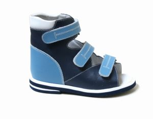 Orthopedic Shoes with Thomas Heel for Health Wearing pictures & photos