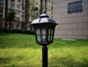 TUV Approval High Quality Solar Garden Light with Different Design pictures & photos