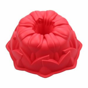 Silicone Bakeware Factory Baking Tools FDA Silicone Gugelhupf Cake Mold Red pictures & photos