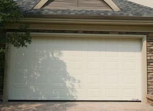 Hot Selling Remote Controlled Safety Garage Door with Ce Certification pictures & photos