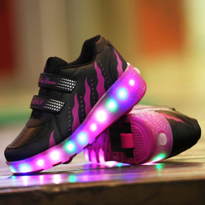 LED Light up Roller Shoes with Retractable Wheels pictures & photos