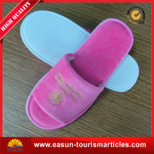 Hotel Slipper with Red Color $ Customer′s Logo pictures & photos