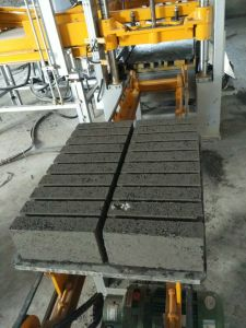 Cement Brick Machine\Paving Brick Machine\Block Making Machine pictures & photos