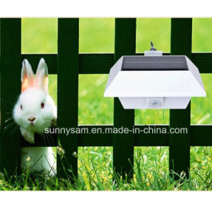 4LED Outdoor Garden Wall Fence Gutter Mounted Solar Sensor Wall Light with CE RoHS pictures & photos
