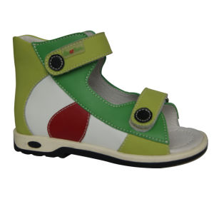 Kids Orthopedic Shoes with Thomas Heel for Health Wearing pictures & photos