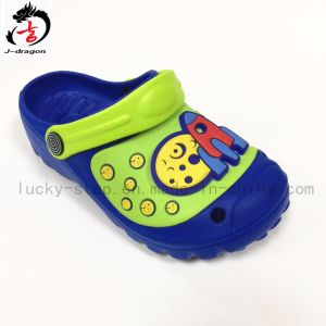 Bautiful Kids′ Clogs with Light pictures & photos