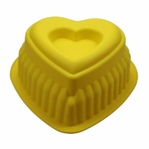 Heart Shaped Non-Stick FDA/LFGB Food Grade Silicone Cake Baking Pan Yellow pictures & photos