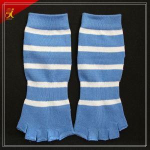 New Design Custom Non Slip Yoga Toe Separator Socks pictures & photos