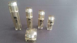 Qf-A3952 Plastic Glass Square Bottle pictures & photos