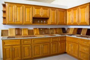 Solid Maple Kitchen Furniture Kitchen Cabinet (P10) pictures & photos