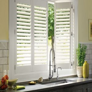 Pure White Kitchen Decorative Plantation Wooden Window Shutter pictures & photos