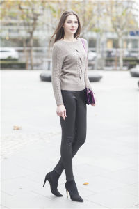 Lady Sweater with Cable (1500002013) pictures & photos