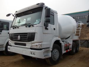 6x4 Sinotruk HOWO Concrete Mixer Truck pictures & photos
