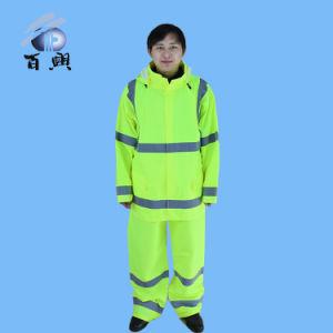 Unisex Comfortable Breathable Raincoat pictures & photos