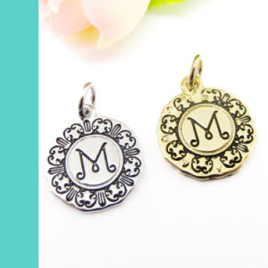 Custom Zinc Alloy Logo Engraved Jewelry Metal Tag Charm pictures & photos