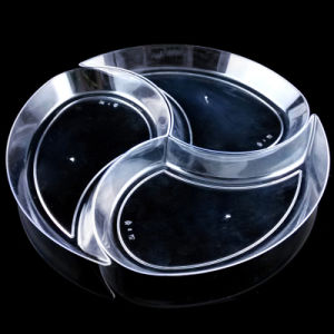 Plastic Plate Disposable Tray New Moon Shaped Plate pictures & photos