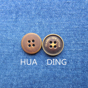 4-Hole High Quality Plastic Sewing Button for Garment (HD1018-15) pictures & photos