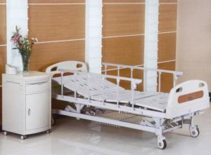 High Quality Three Cranks Manual Medical Bed (XH-B-5) pictures & photos