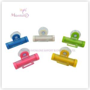 20g Bathroom Accessories Plastic Rolling Toothpaste Squeezer with Sucker pictures & photos