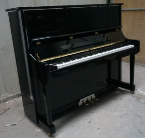 [Chloris] Solid Wood Black Polish Upright Vertical Piano Hu-118e for Piano Beginners, Wholesale Price pictures & photos