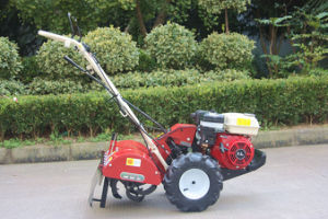 Hand Power Tiller with Gasoline Engine pictures & photos