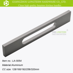 Quality Aluminium Furniture Kitchen Cabinet Door Pull Handles pictures & photos