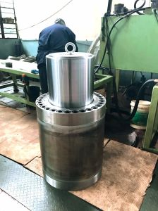 Hydraulic Press Cylinder Front Mount Hydraulic Cylinder for Sale pictures & photos