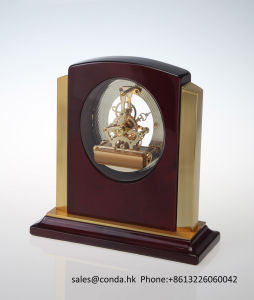 Luxury Gold Beautiful Business Wooden Desk Clock K8027g pictures & photos