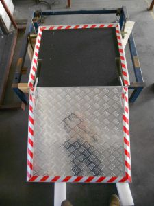 CE Electric and Automatic Wheelchair Ramp for Low-Floor Bus (FEWR) pictures & photos