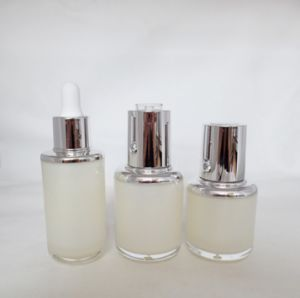 Glass Dropper Bottle for Cosmetic Essential Oil Packaging pictures & photos
