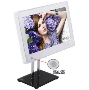 15.6inch Wall Mounted LCD Digital Photo Frame with Sensor pictures & photos