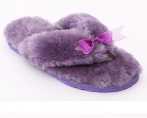Flip Flop Sheepskin Home Slippers with Candy Color for Ladies pictures & photos