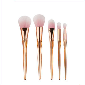 Small Quantity Supplier for Heart Design Makeup Brush Set pictures & photos