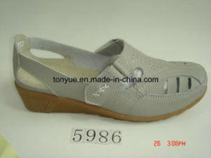 Lady Leather Casual and Comfortable Wedges of Portable Soft Sandals pictures & photos