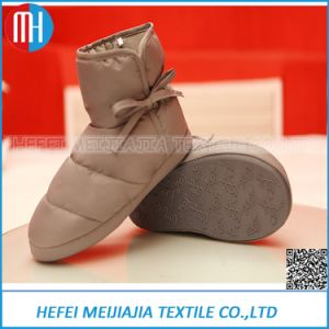 Wholesale New Models Imports Fashion Down Slippers pictures & photos